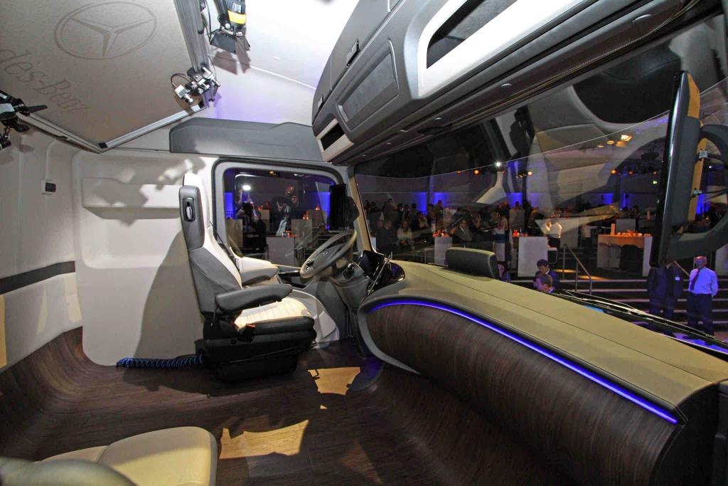 mercedes-benz-future-truck-2025-29