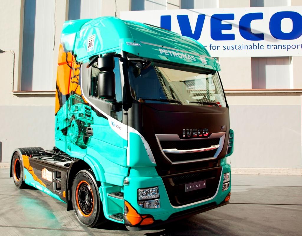 Iveco_EmotionalTrucks_Dakar_DeRooy