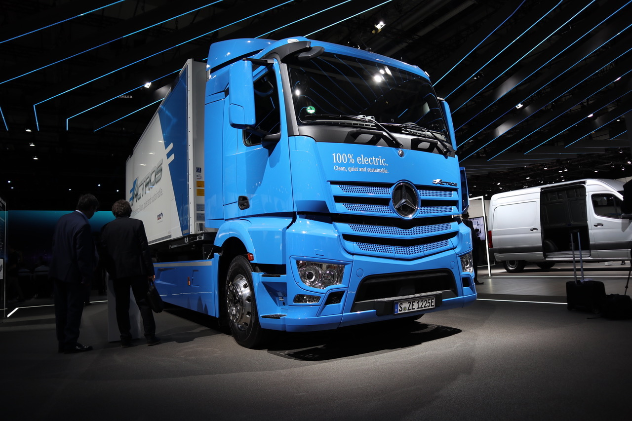 Mercedes e-Actros