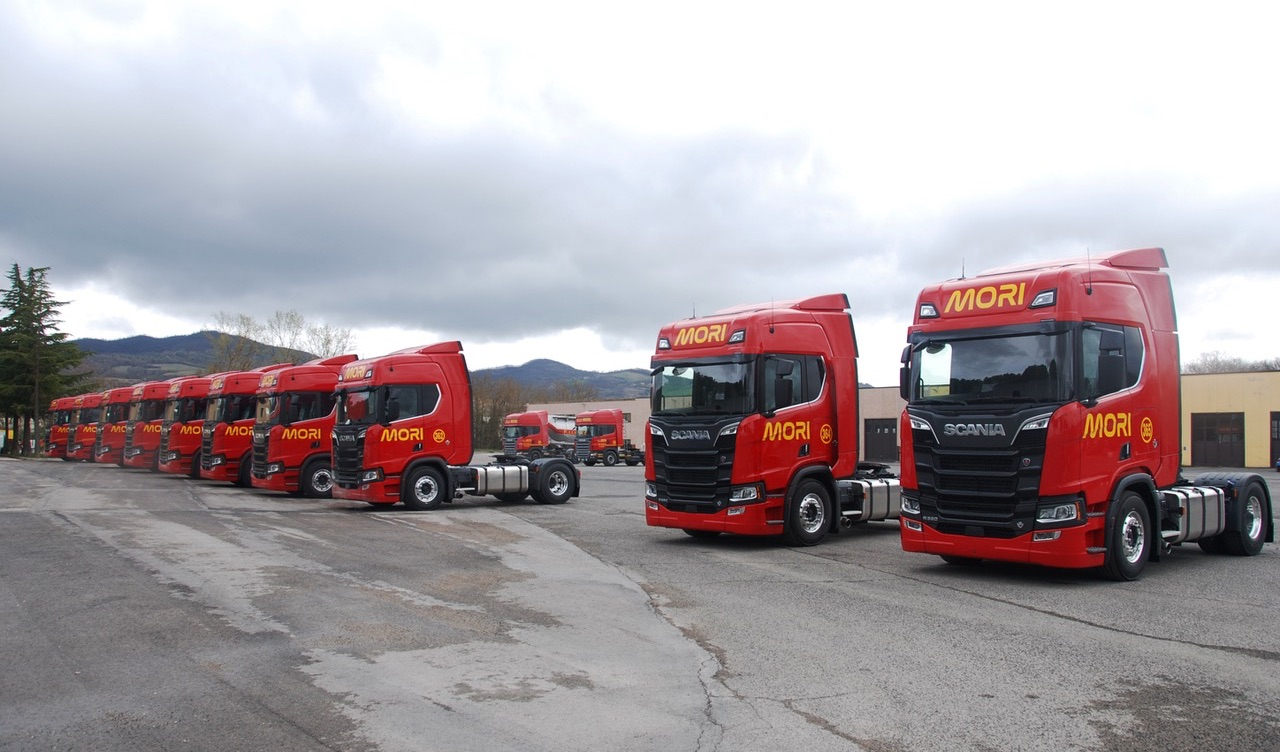 Scania consegna 12 nuovi R 580 all'umbra Autotrasporti Mori
