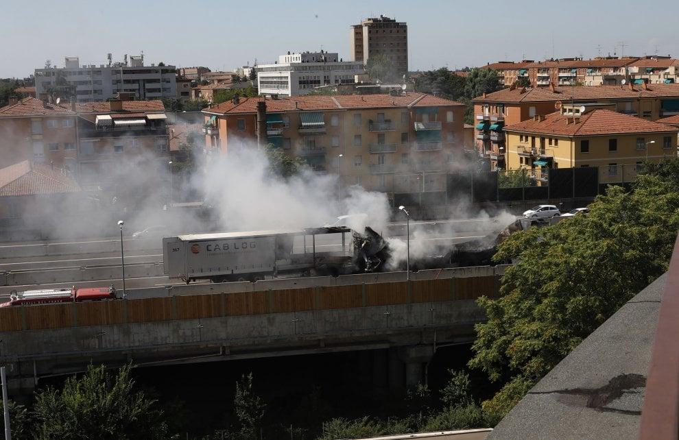 Camion in fiamme a Bologna, un tragico film già visto