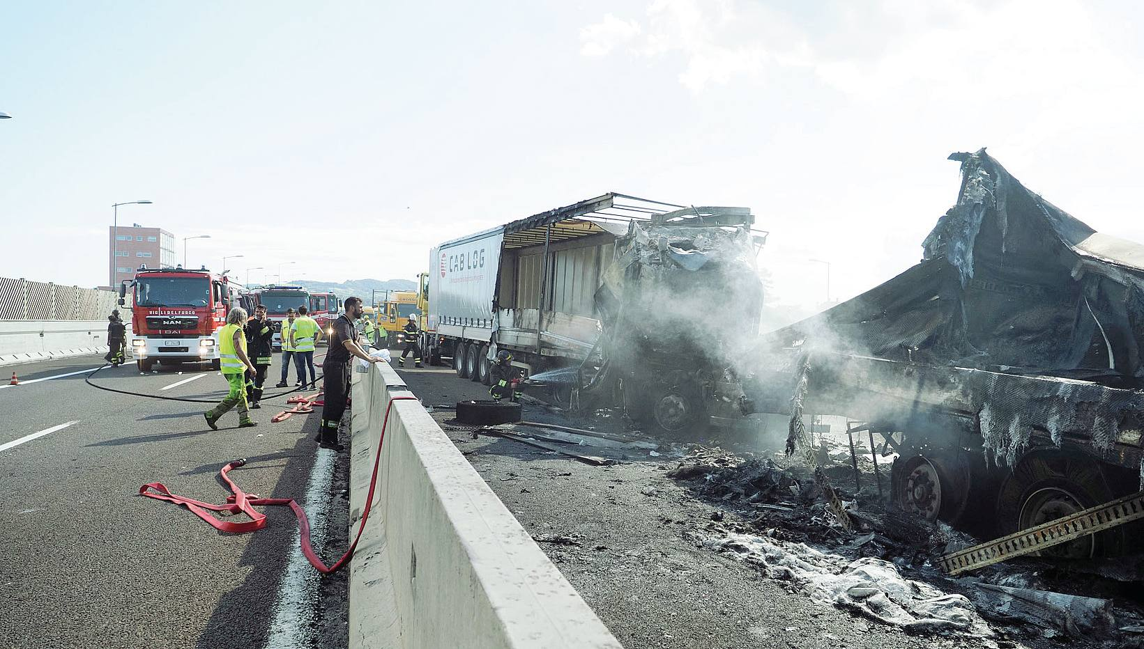 Camion in fiamme a Bologna