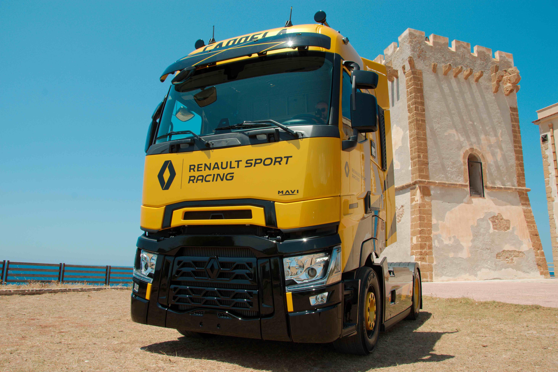 Il primo T High Renault Sport Racing consegnato alla siciliana Autotrasporti Candela