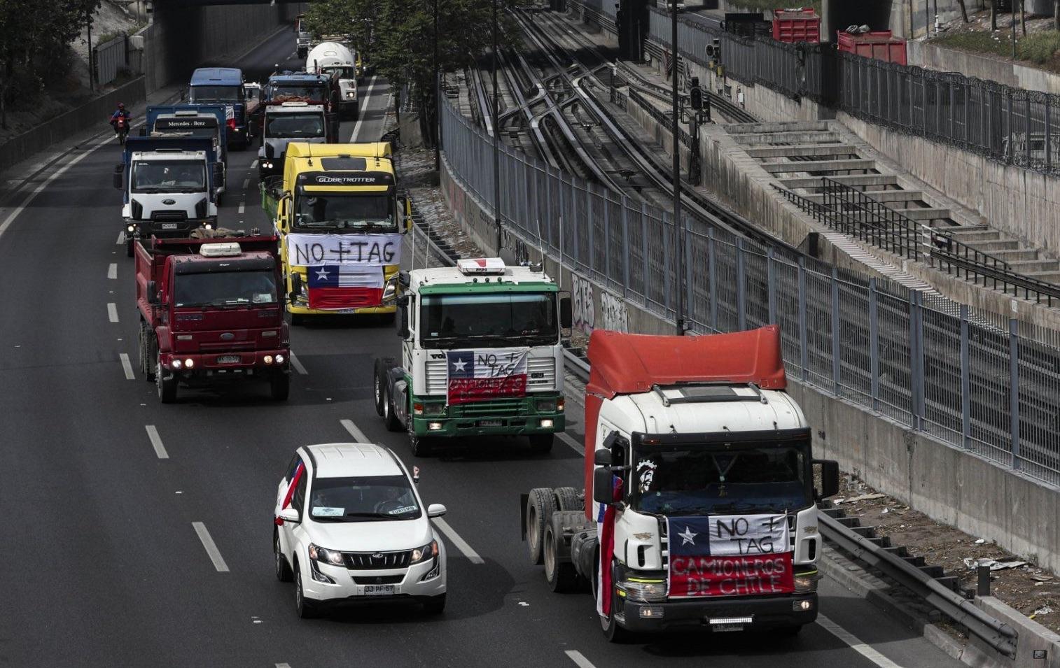La protesta dei camionisti in Cile contro l'aumento dei pedaggi